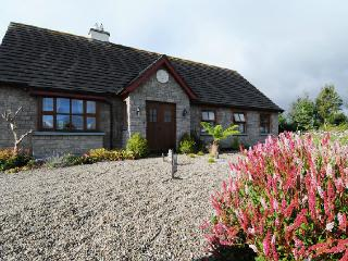 Bright Cottage in Tullamore with Deck, sleeps 8 - Tullamore vacation rentals