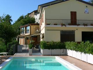 Romantic 1 bedroom Farmhouse Barn in Montefortino with Internet Access - Montefortino vacation rentals