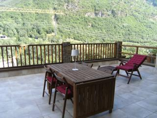 Bright 3 bedroom Province of Lleida Apartment with Dishwasher - Province of Lleida vacation rentals