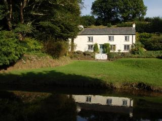 Comfortable 4 bedroom Lerryn Cottage with Satellite Or Cable TV - Lerryn vacation rentals