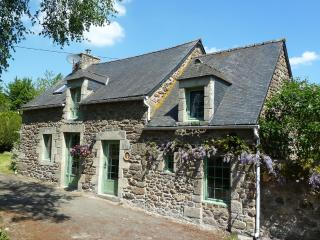 Beautiful Cottage with Internet Access and Satellite Or Cable TV - Bourseul vacation rentals