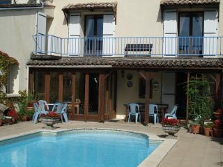 Gorgeous 5 bedroom House in Villefranche-de-Lonchat with Satellite Or Cable TV - Villefranche-de-Lonchat vacation rentals