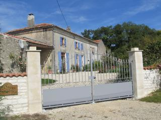 Lovely 8 bedroom House in Aulnay with Internet Access - Aulnay vacation rentals