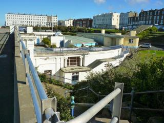 Nice Condo with Central Heating and Microwave - Margate vacation rentals