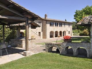7 bedroom Villa in Torgiano, Campagna Umbra, Umbria, Italy : ref 2230490 - Torgiano vacation rentals