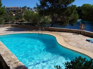 Apartment Ernesto. Next to beach. Pool. WIFI. - Cala Ferrera vacation rentals