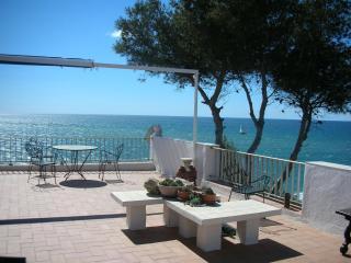 CHIPRE GRANDE TERRASSE VUE MER Près PLAGE, Piscine - Salou vacation rentals
