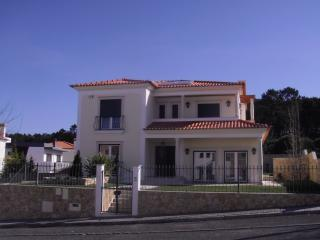 Bright 4 bedroom Townhouse in Nazare with Internet Access - Nazare vacation rentals