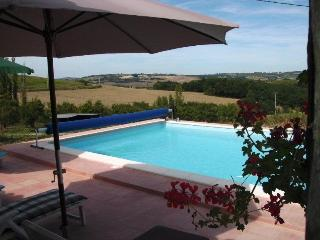 Bright B&B in Castelmoron-sur-Lot with Internet Access, sleeps 10 - Castelmoron-sur-Lot vacation rentals