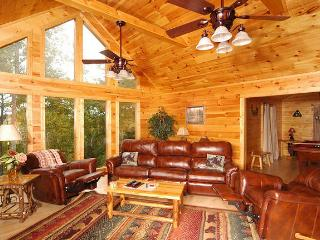 Comfortable Cabin with Deck and Internet Access - Gatlinburg vacation rentals