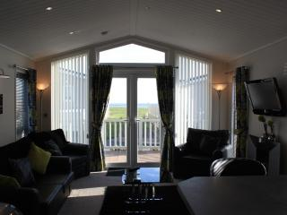 2 bedroom Lodge with Internet Access in Milford on Sea - Milford on Sea vacation rentals