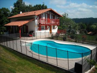 Lovely Villa with Internet Access and Satellite Or Cable TV - Larressore vacation rentals