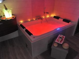 Cozy 2 bedroom Royan Gite with Internet Access - Royan vacation rentals