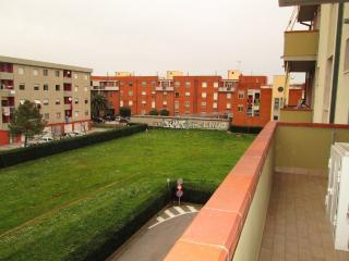 Comfortable Tuscan holiday apartment in Rosignano Solvay with balcony, sleeps up to 6 - Rosignano Solvay vacation rentals