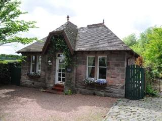 Nice 2 bedroom Cottage in Stirling with Internet Access - Stirling vacation rentals