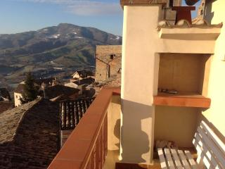 2 bedroom Townhouse with Central Heating in Montedinove - Montedinove vacation rentals