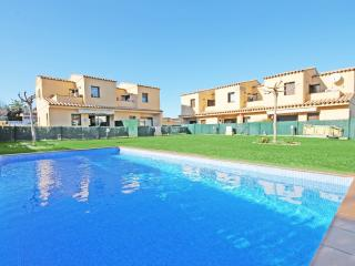 A special home with pool and garden - L'Escala vacation rentals