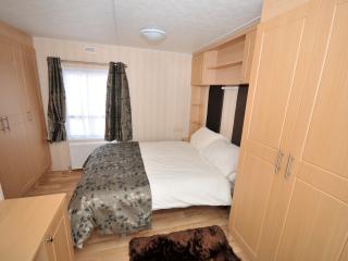 Nice 2 bedroom Gainsborough Caravan/mobile home with Internet Access - Gainsborough vacation rentals