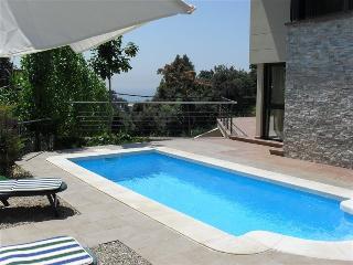 4 bedroom Villa with Internet Access in Santa Susana - Santa Susana vacation rentals