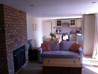 Romantic Cottage with Internet Access and Parking - Dorsington vacation rentals