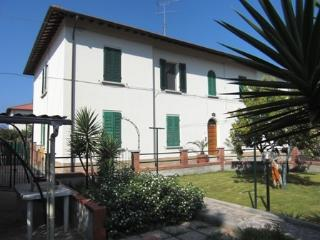 Bright 2 bedroom Apartment in Rosignano Solvay with A/C - Rosignano Solvay vacation rentals