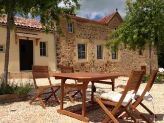 Le Pradier - Traditional Perigord Farmhouse. - Belves vacation rentals