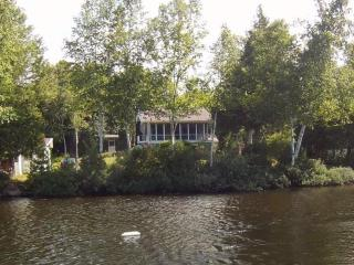 Lake Souris with SPA near Parc de la Mauricie - Montreal vacation rentals