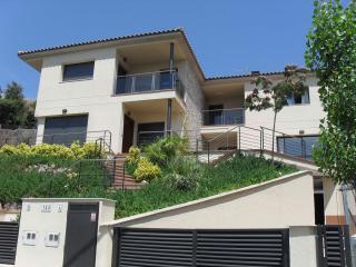 Spacious 8 bedroom Villa in Santa Susana with Internet Access - Santa Susana vacation rentals