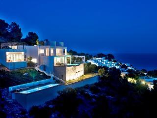 Bright 6 bedroom Roca Llisa Villa with Internet Access - Roca Llisa vacation rentals