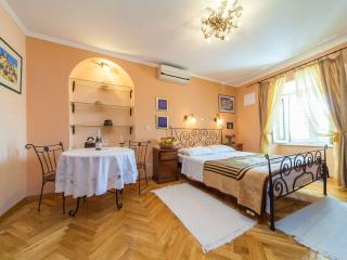 Beautiful Studio in Dubrovnik with A/C, sleeps 2 - Dubrovnik vacation rentals