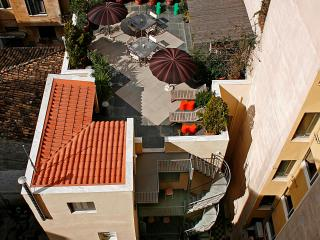 5 b'room house next to Plaka. Rooftop garden.WiFi. - Athens vacation rentals
