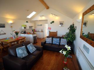 Cozy 3 bedroom Bungalow in Gurnard with Internet Access - Gurnard vacation rentals
