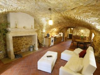 Nice Gite with Internet Access and Television - Sabran vacation rentals