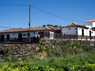 Romantic 1 bedroom Erjos Cottage with Internet Access - Erjos vacation rentals