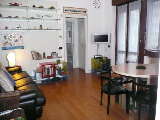 Stylish 2 Rooms Downtown, Milan easy_to_reach - Monza vacation rentals