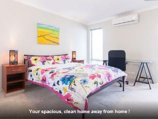 H4 Luxury Family Room 4km to Perth city - East Victoria Park vacation rentals