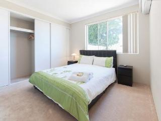 H2 Luxury Double 4km to Perth city - East Victoria Park vacation rentals