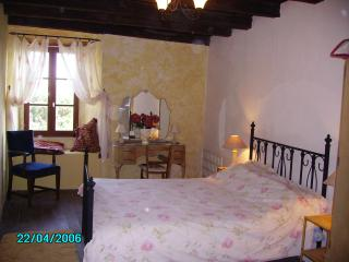 Lovely 2 bedroom Cottage in Brigueuil - Brigueuil vacation rentals