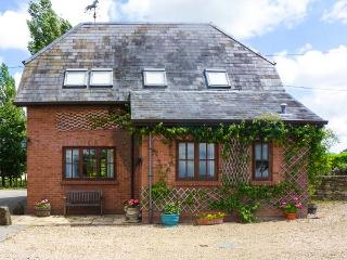 THE STABLES, pet friendly, character holiday cottage, with a garden in Sturminster Newton, Ref 1854 - Sturminster Newton vacation rentals