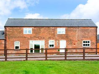 THE BARNS, WiFi, electric stove, enclosed patio with furniture, Ref, 912386 - Market Drayton vacation rentals