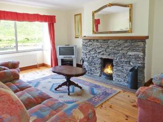 BROOKSIDE HOUSE, en-suite facilities, open fire, garden with furniture, stunning views, Ref 914748 - Waterville vacation rentals