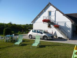 Bright 2 bedroom Apartment in Coutances with Internet Access - Coutances vacation rentals