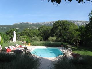 La Grande Maison de Nans. Chambre provençale - Nans-les-Pins vacation rentals