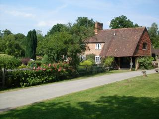 Comfortable 2 bedroom Cottage in Dorking - Dorking vacation rentals