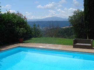 2 Casali con piscina privata nella verde Umbria - Penna in Teverina vacation rentals