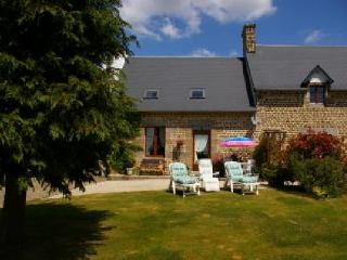 2 bedroom Gite with Internet Access in Saint-Hilaire-du-Harcouet - Saint-Hilaire-du-Harcouet vacation rentals