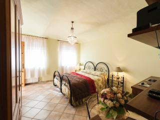 B&B TENUTA LA PERGOLA -LE ROSE - Cisterna d'Asti vacation rentals