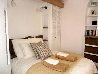 Superb Studio Liberté: beach 10secs - Collioure vacation rentals