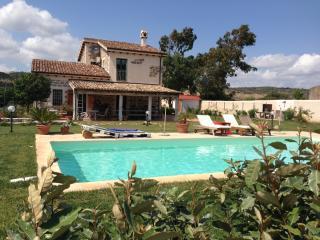 Esclusiva villa in campagna con piscina privata - Uri vacation rentals
