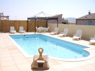 Bright 3 bedroom Trebes Villa with Internet Access - Trebes vacation rentals